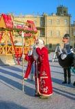 Gatchina,俄罗斯- 2017年1月6日:孩子的圣诞节展示在Gatchina宫殿前面的阅兵场的 免版税库存图片