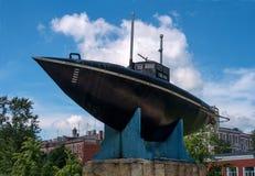 Gatchina, Россия - 2-ое июня 2016: Памятник первой русской подводной лодки Стоковое Фото