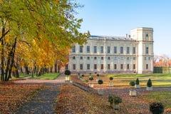 Gatchina pałac i park w jesieni, Rosja obrazy royalty free