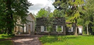 Gatchina pałac park Widok brzozy dom i wrotna maska Obraz Royalty Free
