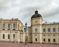 Gatchina Palace. Right wing, vintage street light, a fragment of the parade ground in front lvortsom Royalty Free Stock Images