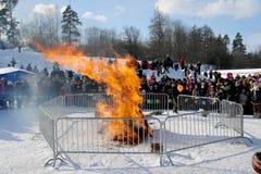 Gatchina, região de Leninegrado, RÚSSIA - 5 de março de 2011: O feriado tradicional Maslenitsa do russo imagem de stock royalty free