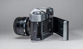 Gatchina Rosja, Styczeń, - 14, 2017: Stara sowieci filmu kamera Zenit Fotografujący na jaskrawym tle Obrazy Royalty Free