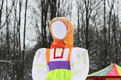GATCHINA, RUSSIA - FEBRUARY 18, 2018: Traditional Maslenitsa Scarecrow on seeing Russian winter on last day of Shrovetide. Viewers. Awaiting initiation of royalty free stock photo