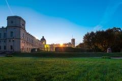 Gatchina, Russie, le grand palais de Gatchina, nuit Photographie stock libre de droits
