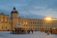 Gatchina, Russland - 2. Januar 2017: Gatchina-Palast, neues Jahr ` s angemessen auf dem Paradeplatz Stockbild