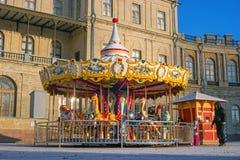 Gatchina, Russland - 6. Januar 2017: Gatchina-Palast, neues Jahr ` s angemessen auf dem Paradeplatz Stockfotografie
