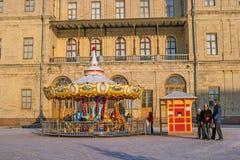 Gatchina, Russland - 6. Januar 2017: Gatchina-Palast, neues Jahr ` s angemessen auf dem Paradeplatz Lizenzfreie Stockbilder