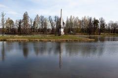 Gatchina Ryssland Chesmensky obelisk Arkivfoto