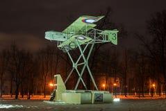 Gatchina Ryssland - Februari 10, 2016: Monument i heder av den 100. årsdagen av den första militära flygplatsen i Ryssland Arkivbilder