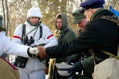 Gatchina Ryssland, Februari 18, 2012: Rekonstruktion av striden av det andra världskriget Royaltyfria Foton