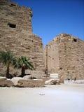 gate det karnakluxor tempelet Royaltyfria Bilder