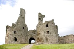 Gatehouse de château de Dunstanburgh photos libres de droits