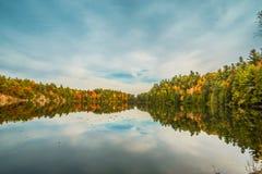 GATENAU,魁北克/加拿大- 2017年10月21日:在OTTAW的秋天视图 免版税图库摄影
