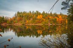 GATENAU,魁北克/加拿大- 2017年10月21日:在OTTAW的秋天视图 免版税库存图片