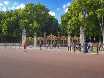 Gates of the  Buckingham Palace and Victoria Memorial Royalty Free Stock Images