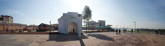 Free Gates Of Omsk Fortress And Old Buildings Royalty Free Stock Photography - 46430577
