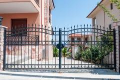 gates säkerhet Arkivfoto