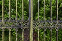 gates utsmyckat royaltyfria bilder