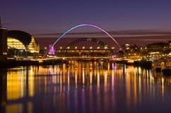 Gateshead en Newcastle bij Zonsondergang Stock Foto