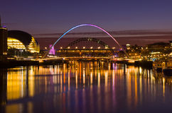 Gateshead et Newcastle au coucher du soleil Photo stock