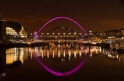 Gateshead et Newcastle au coucher du soleil image stock