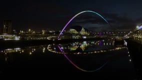 Gateshead-Jahrtausend-Brücke stock footage