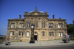 Gateshead Old Town Hall. The Sandstone built, and ornate Gateshead Old Town Hall, Tyne & Wear, North East England.  Outside is a very ornate four-faced clock Stock Images