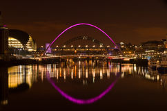 Gateshead y Newcastle en la puesta del sol Imagen de archivo