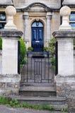 Gateway e percorso del giardino di una Camera di città inglese Fotografie Stock Libere da Diritti