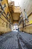Gateway escuro velho St Petersburg, Rússia Imagem de Stock