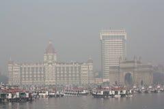 Gateway van het hotel van India en van het Paleis van Taj Mahal stock afbeelding