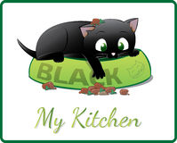 Gatito negro lindo que juega en su cuenco de la comida Fotos de archivo