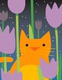 Gato amarillo con las flores Imágenes de archivo libres de regalías