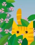 Gato amarillo con las flores Foto de archivo libre de regalías