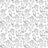 Gato, cópias da pata, peixes, e corações preto e branco sem emenda e para repetir o fundo do teste padrão ilustração royalty free