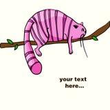 Gato cor-de-rosa preguiçoso que coloca no ramo Imagem de Stock Royalty Free