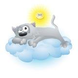 Gato dos desenhos animados que encontra-se em uma nuvem Fotografia de Stock Royalty Free