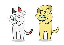 Gato e cão que guardam o bebê Fotografia de Stock