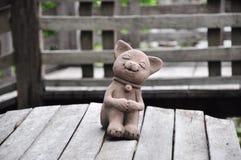 Gato en la madera Imágenes de archivo libres de regalías