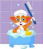 Gato engraçado dos desenhos animados que banha o tempo ilustração stock