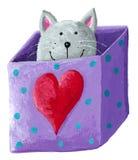 Gato gris lindo en una caja Fotos de archivo