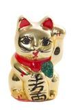 Gato japonés de oro de cerámica en el fondo blanco Foto de archivo