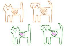 Gato y perro, con el corazón Foto de archivo libre de regalías