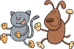 Gato y perro que juegan la historieta de la etiqueta Foto de archivo