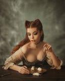 Gato y ratón de la mujer de la fantasía foto de archivo