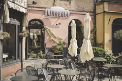 Gator av den gamla italienska staden Finalborgo Royaltyfri Bild