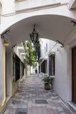 Gator av den gamla staden av Marbella, Andalusia Arkivfoton