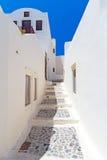 Gator av den Oia byn på den Santorini ön Royaltyfri Foto