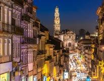 Gator av Porto på natten royaltyfri foto
